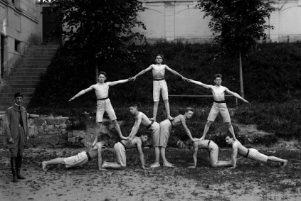 Human Pyramid Men